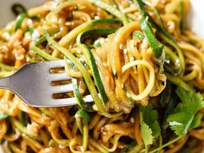 Noodles με κολοκύθι και σως teriyaki
