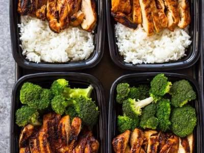Γεύμα δουλειάς:Κοτόπουλο με ρύζι και μπρόκολο